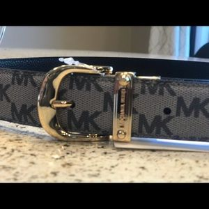 Ladies MICHAEL KORS BELT SMALL NWT REVERSIBLE